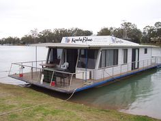 Live on a house boat