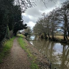 Brief walk along the towpath near #BowersLock. It's nice to get a bit of fresh air when you're on your laptop all day. #riverwey