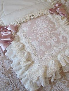 - Crib blanket - there are beautiful baby and wedding photos here - lots of beautiful lacy things. Estilo Shabby Chic, Vintage Shabby Chic, Vintage Lace, Shabby Chic Pillows, Shabby Chic Decor, Rideaux Shabby Chic, Baby Pillows, Linens And Lace, Heirloom Sewing