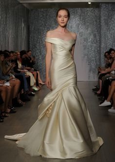 See every dress from Monique Lhuillier's Fall 2016 wedding dress collection, plus video, straight from the Bridal Fashion Week runways! 2016 Wedding Dresses, Cheap Bridesmaid Dresses, Bridal Dresses, Wedding Gowns, Wedding Gown Off Shoulder, Bridal Fashion Week, Beautiful Gowns, Bridal Style, Dress Collection