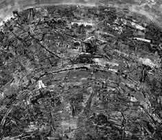 Sohei Nishino se promène à pied dans différentes villes en prenant des centaines de photos qu'il assemble ensuite pour créer une carte de la ville telle qu'il s'en souvient.