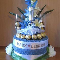 unique towel cake - Google Search Wedding Gift Baskets, Diy Gift Baskets, Kitchen Towel Cakes, Wedding Towel Cakes, Spa Cake, Diaper Cake Centerpieces, Nappy Cakes, Towel Crafts, Wedding Gifts For Bride