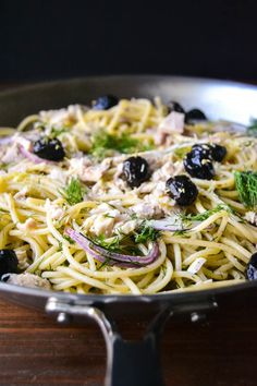 Spaghetti with Tuna Lemon & Dill. Spaghetti with Tuna Lemon and Dill is a straight from the pantry meal full of vivid Mediterranean flavors. Tuna Recipes, Seafood Recipes, Pasta Recipes, Cooking Recipes, Healthy Recipes, Tofu En Salsa, Pasta Pizza, Nachos, Eating Clean