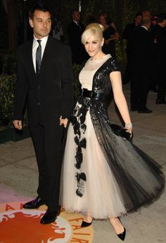 Gwen Stefani in Chanel Couture and Gavin Rossdale at the 2007 Oscars Vanity Fair Party Dress Chanel, Chanel Chanel, Gwen And Gavin, Karl Otto, Gwen Stefani Style, Gewn Stefani, Chanel Couture, High Fashion, Womens Fashion
