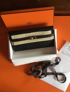 Je viens de mettre en vente cet article  : Pochette Hermès 2 450,00 € http://www.videdressing.com/pochettes/hermes/p-3402541.html?utm_source=pinterest&utm_medium=pinterest_share&utm_campaign=FR_Femme_Sacs_Petite+maroquinerie_3402541_pinterest_share