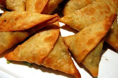 Samosas is a delicious food from Ethiopia. Learn to cook Samosas and enjoy traditional food recipes from Ethiopia. Indian Food Recipes, Beef Recipes, Cooking Recipes, Ethnic Recipes, Cooking Ribs, Ethiopian Cuisine, Ethiopian Recipes, Samosas, Beef Samosa