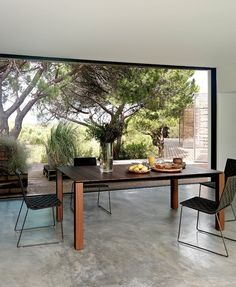 Andreu World | Table | Chairs | Elegant | Outdoor | Garden