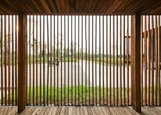 Timber screen facade architects ideas for 2019 Old Window Screens, Cool Lock Screens, Diy Screen Door, Sliding Screen Doors, Timber Screens, Screen House, Wooden Screen, Patio Privacy Screen, Privacy Screen Outdoor