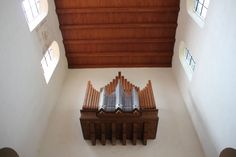 relativ moderne Orgel