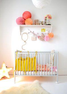 Une chambre bébé colorée