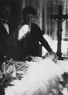 funeral-wreaths:    A photograph of a mourning scene, with spirit, probably photographed by William Hope