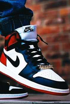 "Air Jordan 1 ""Black Toe"""