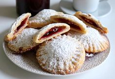 Gefüllte Sauerrahm-Taschen The recipe of the filled sour cream bags is very welcome when guests have announced themselves for a coffee or tea snack. Easy Cake Recipes, Healthy Dessert Recipes, Smoothie Recipes, Cookie Recipes, Keto Recipes, Tea Snacks, Food Cakes, Quick Easy Meals, Crack Crackers