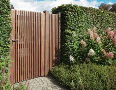 Bear Wood is dé houthandel voor hout en bouwmateriaal Landscaping Around Pool, Country Landscaping, Modern Landscaping, Front Yard Landscaping, Garden Doors, Garden Fencing, Small Courtyard Gardens, Outdoor Gardens, Wood Fence Design