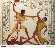 Akhenaton'un ölümünden sonra rahipler eski inançlarını tekrar benimsediler, tek tanrı inancını yok etmek için halk üzerinde baskı kurdular.