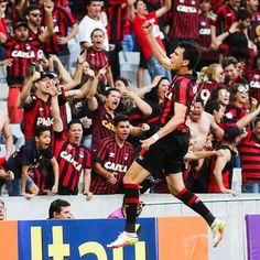 Atlético-PR bate o Inter de virada na Arena da Baixada