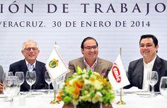 Acompañado por el alcalde Américo Zúñiga Martínez y el presidente nacional Cámara Mexicana de la Industria de la Construcción (CMIC), Luis Fernando Zárate Rocha, el Gobernador señaló que estos convenios eliminarán el burocratismo, la corrupción y dinamizarán la transparencia en el uso de los recursos.
