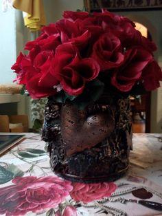 dóza na kvety Vase, Home Decor, Decoration Home, Room Decor, Flower Vases, Interior Design, Vases, Home Interiors, Flowers Vase