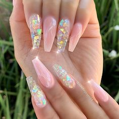 Wir haben mehr als 15 Gelee-Nägel-Ideen gefunden, die Sie in dieser Saison unbe… We have found more than 15 jelly nail ideas that you definitely want to try this season – Nails – it Aycrlic Nails, Swag Nails, Nail Design Glitter, Clear Nails With Glitter, Clear Gel Nails, Chunky Glitter Nails, Jelly Nails, Best Acrylic Nails, Acrylic Nail Designs Coffin