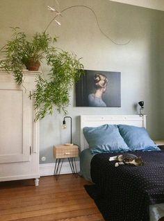 Blau und grün im Schlafzimmer greift die Farben aus der restlichen Wohnung auf