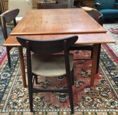 MID CENTURY MISMATCHED DINING TABLE AND CHAIRS. TABLE MEASURES 29 INCHES  TALL BY 39 INCHES