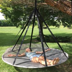 Make your slumber peaceful with nature as you sleep with this Flying Saucer Hanging Hammock. This hanging hammock offers a beautiful place to rest. Backyard Hammock, Backyard Playground, Backyard Landscaping, Outdoor Hammock Chair, Patio Decks, Design Patio, Hanging Hammock, Hanging Chairs, Hammock Frame