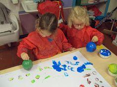 1ste kleuterklas B: Thema: Ballen en ballonnen Infant Activities, 4 Kids, Triangle, Education, Was, Crowns, Toddler Chores, Baby Activities, Onderwijs