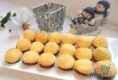 Jednoduché kokosky, které zvládne připravit každý a chuťově jsou fantastické. Christmas Baking, Christmas Cookies, Kokos Desserts, Toblerone, Nutella, Biscuits, Muffin, Dairy, Yummy Food