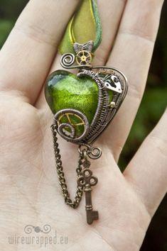 Steampunk green and copper heart necklace Punk Jewelry, Wire Jewelry, Jewelry Box, Jewelry Accessories, Jewelry Necklaces, Jewelry Design, Jewelry Making, Steampunk Accessories, Jewelry Ideas
