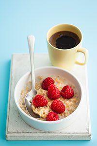 Diet fast day breakfasts under 100 calories Porridge with raspberries Breakfast Under 100 Calories, 100 Calorie Breakfast, 100 Calorie Meals, Low Calorie Recipes, Calorie Diet, Diet Recipes, Healthy Recipes, Healthy Snacks, Healthy Breakfasts
