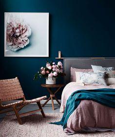 Спальня 2 этаж - синий с розовым, окно круглое, потолок звездный