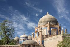 It is situated few yards away from Abbasi Masjid. The Abbasi family was the ruling Nawab family of Bahawalpur and all of the previous Nawabs are buried here. The graveyard is still owned and controlled by the Nawabs surviving family members. The monument is located near and opposite to the Derawar Fort.