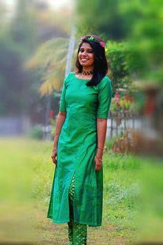 Kurtha Designs, Kids Blouse Designs, Kurta Designs Women, Salwar Pattern, Kurta Patterns, Indian Attire, Indian Wear, Choli Dress, Churidar Designs