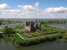 12 замечательных замков на воде