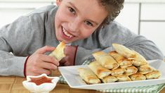 Vårruller oppskrift - MatStart Pretzel Bites, Cravings, Tacos, Food Porn, Food And Drink, Pizza, Bread, Dishes, Recipes