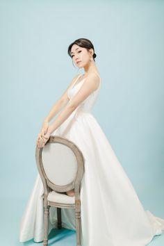 【極簡主義的輕婚照】Marisa – Portrait | Tomekcheungphotography Engagement, Portrait, Wedding Dresses, Fashion, Bride Dresses, Moda, Bridal Gowns, Headshot Photography, Fashion Styles
