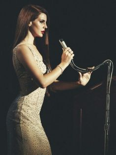 Shared by mah. Find images and videos about music, Queen and lana del rey on We Heart It - the app to get lost in what you love. Elizabeth Woolridge Grant, Elizabeth Grant, Trip Hop, Dream Pop, Pretty People, Beautiful People, Most Beautiful, Beautiful Hearts, Beautiful Women