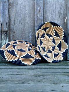 African Basket - Rwanda Sisal Coil Weave Bowl - 12 Inches A Rope Basket, Basket Weaving, Pine Needle Baskets, World Crafts, Crochet Decoration, Newspaper Crafts, Arte Popular, Wicker, Rattan