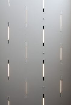 Grid fluorescent lighting in the De Young Museum |  Herzog & de Meuron