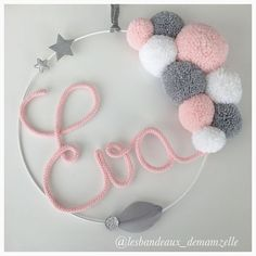 Ideas baby diy crochet pom poms for 2019 Baby Crafts, Home Crafts, Diy And Crafts, Arts And Crafts, Kids Crafts, Pom Pom Wreath, Pom Pom Crafts, Diy Crochet, Crochet Baby