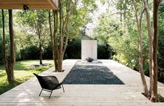 A Texas Couple Builds Their Cast-In-Place Concrete Dream Home - Photo 4 of 17 - The metal Grillage chair on the deck is by François Azambourg for Ligne Roset. Beton Design, Concrete Design, Japanese Architecture, Landscape Architecture, Landscape Designs, Japanese Minimalism, Gravel Garden, Gravel Pit, Lush Garden
