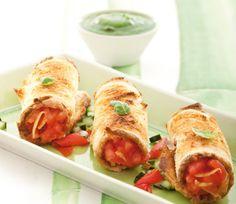 Cannoli rustici di pane con pomodori e mousse di zucchine