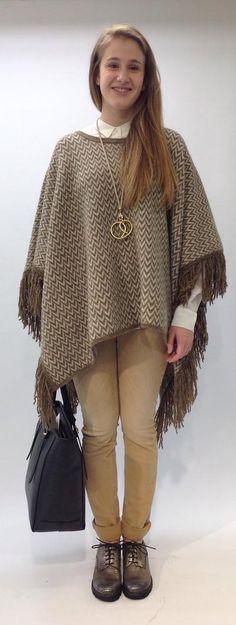 Closed - Capes und Ponchos sind die neuen Schals. Die Überwürfe begleiten uns durch den ganzen Winter. Bell Sleeves, Bell Sleeve Top, Bohemian, Winter, Tops, Style, Fashion, Ponchos, Scarves
