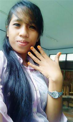 exhibit my nail polish.. :D