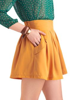 Modcloth Sunset Stroll Shorts in gold // So Baylor Proud! And it even has pockets!