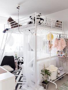 Nelihenkisellä perheellä on ihastuttava pandatalo Kangasalla Kids Rooms, Kids Bedroom, Bedroom Ideas, Bedroom Inspiration, Girl Room, Barn, Homes, Retro, Furniture