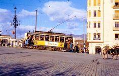 Un tranvía afronta la subida al puente sobre el Guadalmedina. Fotografía de Jeremy Wiseman
