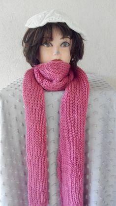 Echarpe en laine grosse maille tres longue rose clair de la boutique  broderiemayer sur Etsy Boule b61210041bb