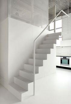 Witte metalen trap - loft