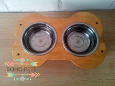 mesa para perro o gato  Valor $5.000 pesos chilenos  #dog #cat #doglover #catlover #comidaperro #comidagato Cat Lover, Dog Bowls, Boho, Gatos, Dog Cat, Pets, Bohemian